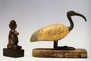 Рис.4  Статуэтки Тота в образе павиана и ибиса.  Около 600 г. до н.э. (26 династия)