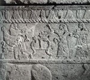 Рис. 1 Фрагмент со сценой приношения с саркофага царя Ахирама из Библа.    13 в. до н.э.